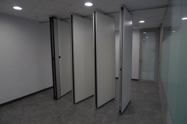 , Movable wall in office remodelling project
